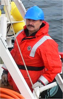 Deploying VENUS Gear in Saanich Inlet, Nov 2006